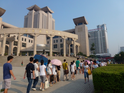 Xi'an: the queue for the library.